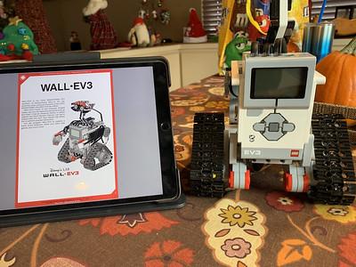 2019-12-25 Xmas LEGO Wall-EV3 build - 4_heic