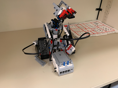 2019-03-27 LEGO Wall_EV3 broke-3