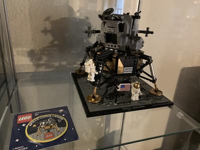 2019-06-08 LEGO Apollo Lunar Lander Build-20_heic