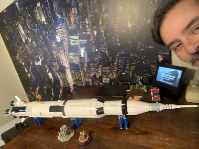 2019-06-05 LEGO Saturn V Build-12
