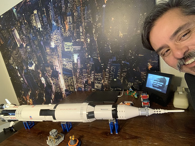 2019-06-05 LEGO Saturn V Build-11_heic