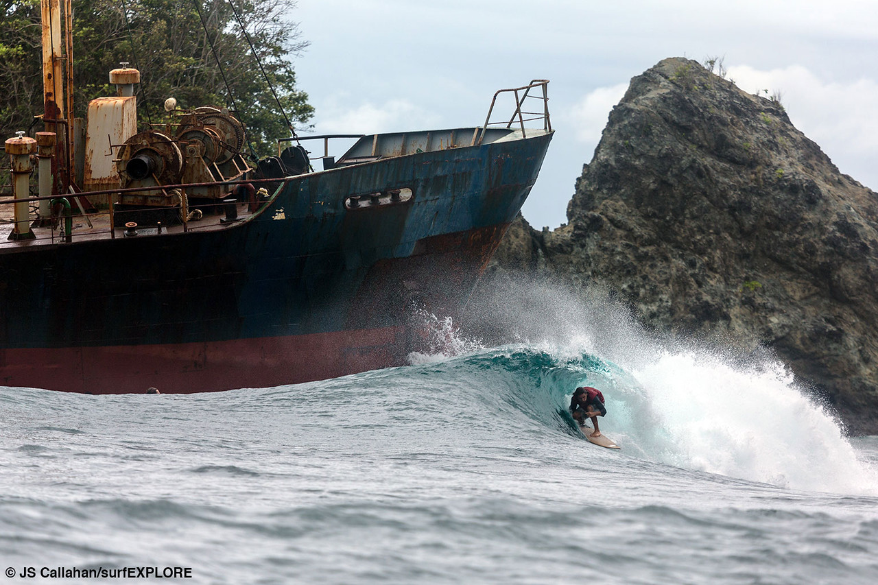 Surfexplore surfing in Papau