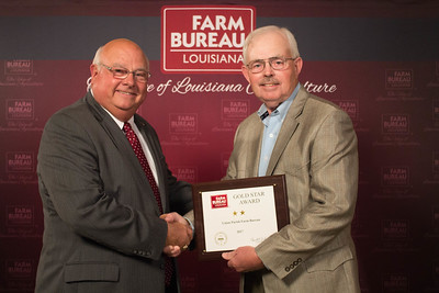 Union Farm Bureau Parish member Van Bennett accepts the Two Gold Star Award from Louisiana Farm Bureau President Ronnie Anderson.
