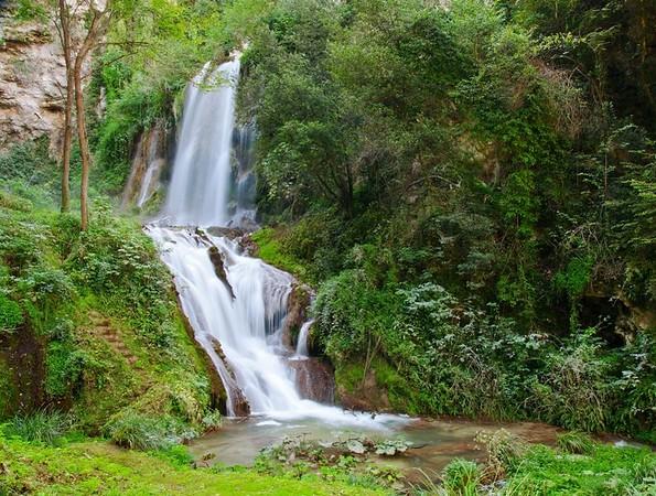 15929583 - waterfall in villa gregoriana in tivoli  italy