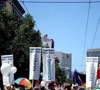 Congregation Sha'ar Zahav members showed up in fabulous force! A photo from the Jews March for Pride contingent in the 2009 San Francisco Pride Parade provided by Denise Ron, Jewish Community Federation North Peninsula Campaign Associate.