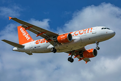easyJet Airbus A319-111 G-EZAA 9-8-19