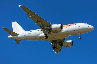 easyJet Airbus A319-111 G-EZEN 9-8-19