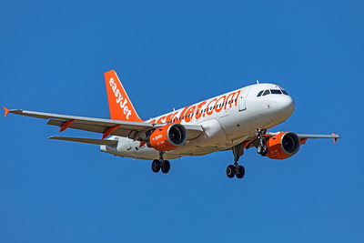easyJet Airbus A319-111 G-EZAU 9-8-19