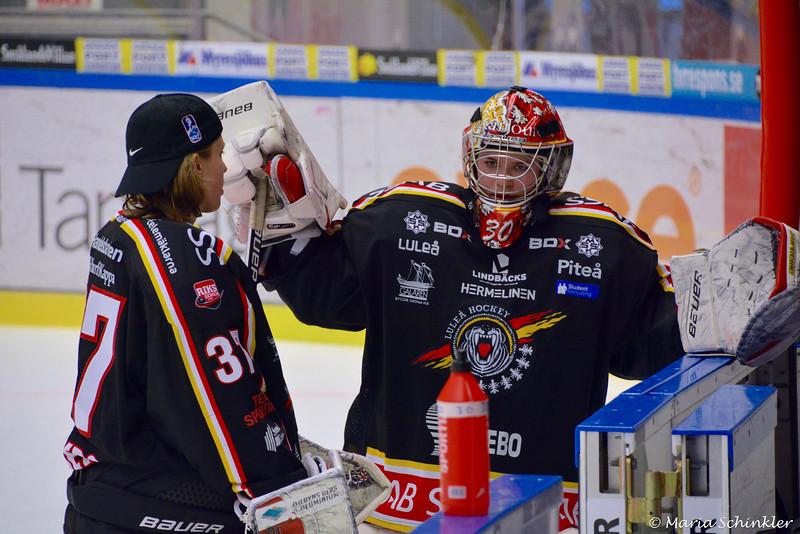 #30 Sara Sundqvist #37 Maria Omberg