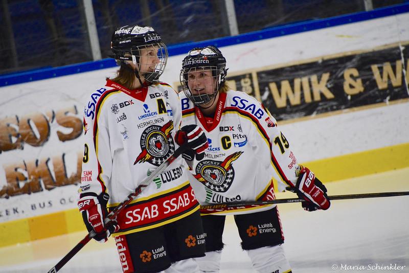 #9 Henriette Sletbak #19 Emma Eliasson
