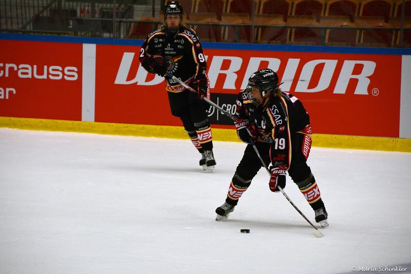 #19 Emma Eliasson #92 Melinda Olsson