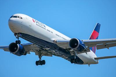 Delta Airlines Boeing 767-332(ER) N177DZ 7-2-17