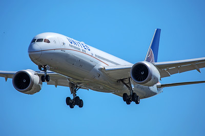 United Airlines Boeing 787-9 N27964 7-2-17