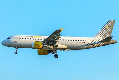 Vueling Airbus A320-214 EC-KDH 5-7-18