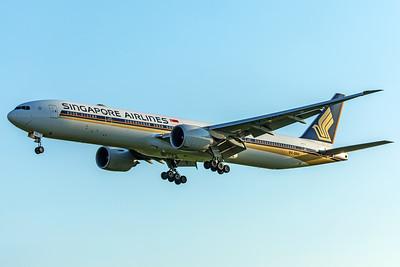 Singapore Airlines Boeing 777-312(ER) 9V-SNA 5-7-18