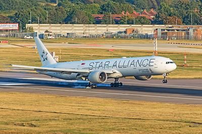 Singapore Airlines Boeing 777-312(ER) 9V-SWJ 8-25-19