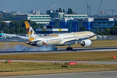 Etihad Airways Boeing 787-9 Dreamliner A6-BNB 9-8-21