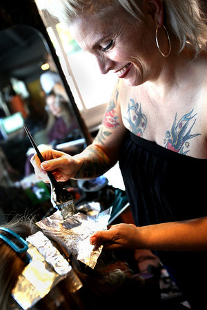 S.Masyn Moyer dyes Chelsea Flagg's hair at Urban Pearl Salon and Spa in Boulder on Friday September 17, 2010.<br /> Sam Hall / The Camera / September 17, 2010