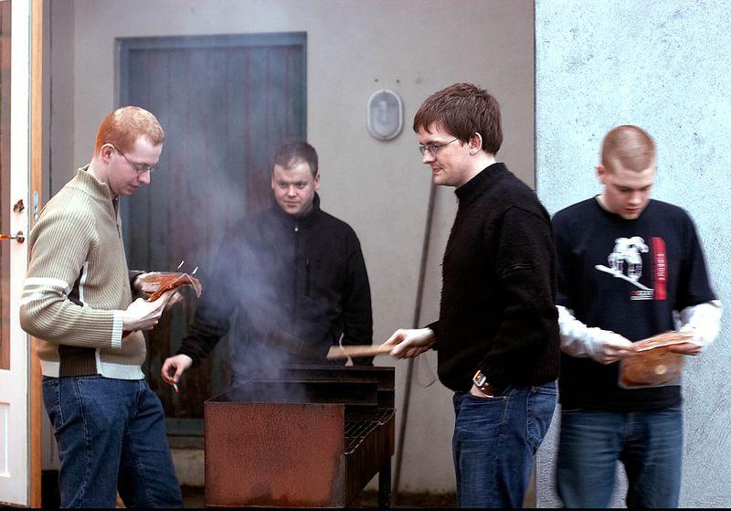 Skipio, Tyrkinn, Russi og Oskar að grilla