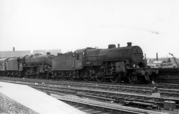 42760 doubleheads Black 5 45451 through Leeds station 25th June 1964