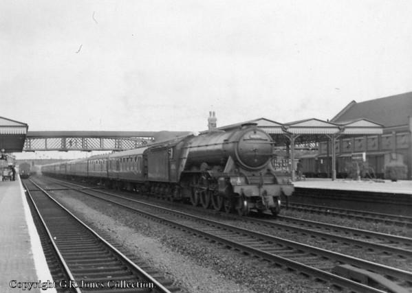 60056 Centenary Welwyn Garden City station, Up Fast