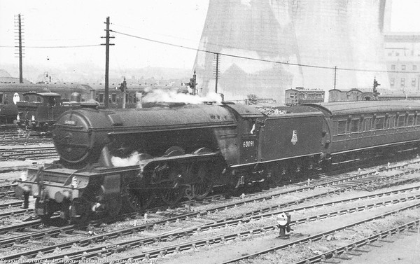 60091 Captain Cuttle on a up train at Darlington North Rd 1953 Gresley A3