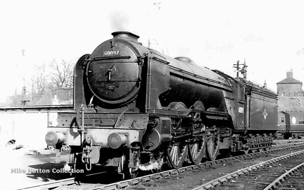 60097 Humorist (with Peppercorn smoke deflecters) Carlisle Canal