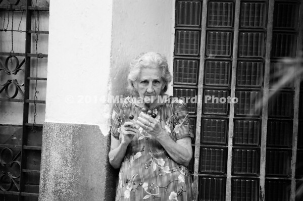 Cuban old woman resized 6 6x10 08990029