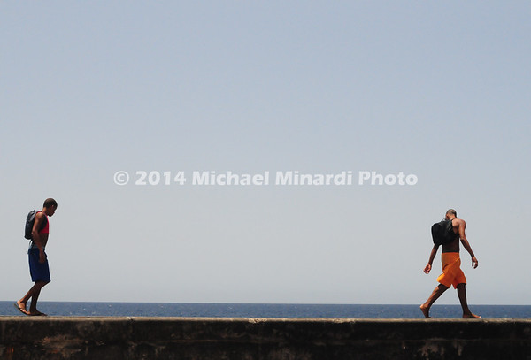 EPV2887_24x16_Two_Boys_on_Malecon_