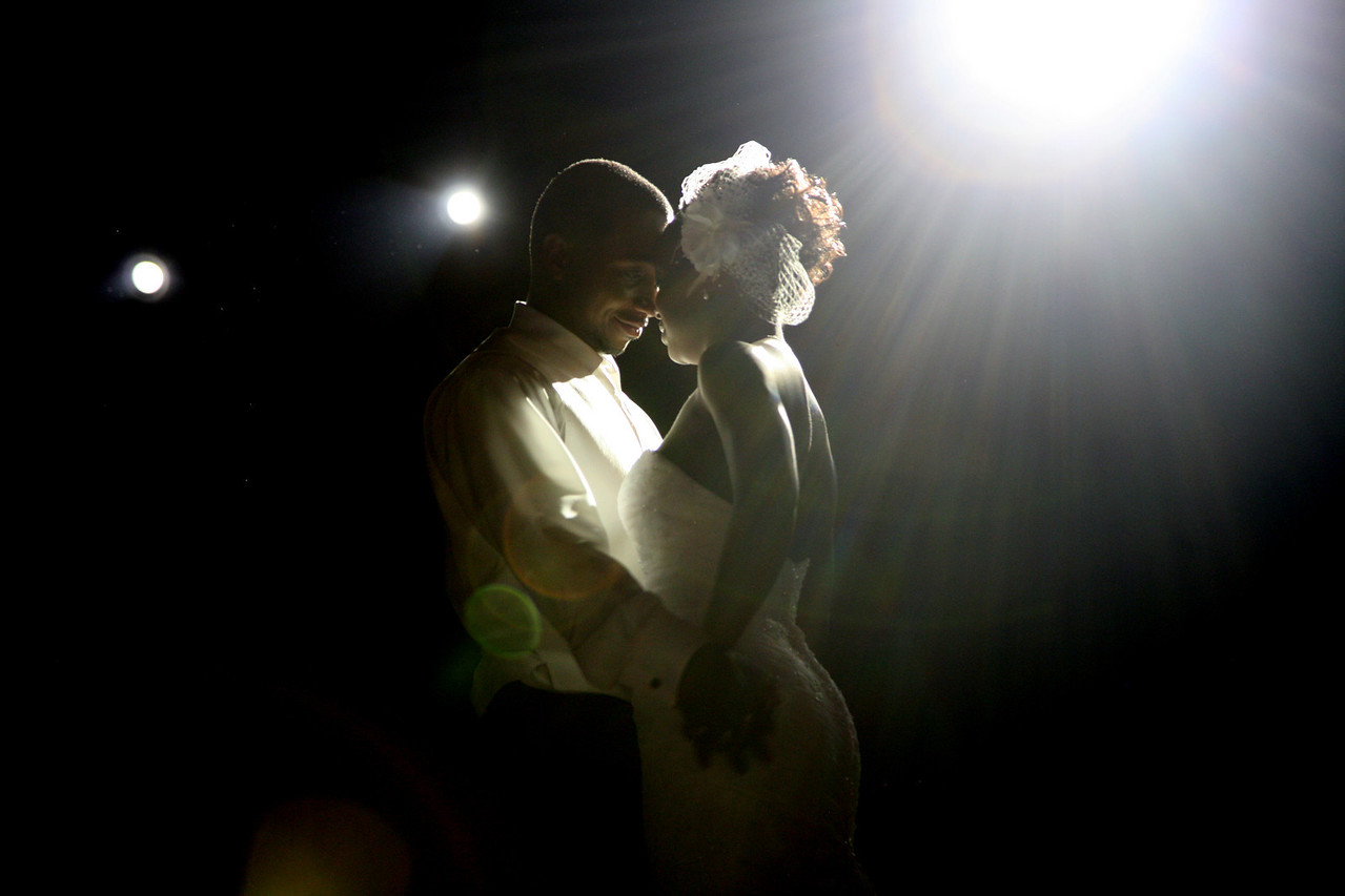The Photojournalistic Digital Wedding Photography of Kari and Carlton Mackey - Try Something Different