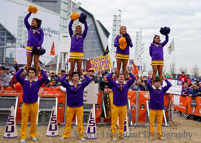 LSU Cheerleaders and fans
