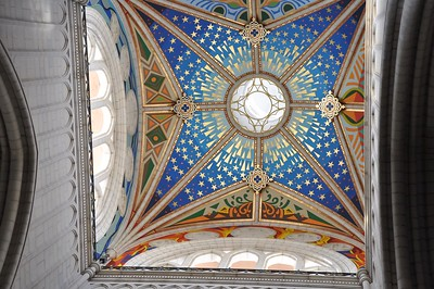 The decorated ceiling above the alter in the Cathedral de Almudena.