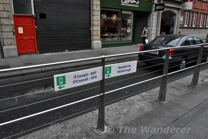 """Signage at Abbey Red Line Stop directing passengers to the Green Line Stops. I really think that these signs should also have """"Green Line Northbound"""" and Green Line Southbound"""" added to the signage. Sat 09.12.17"""