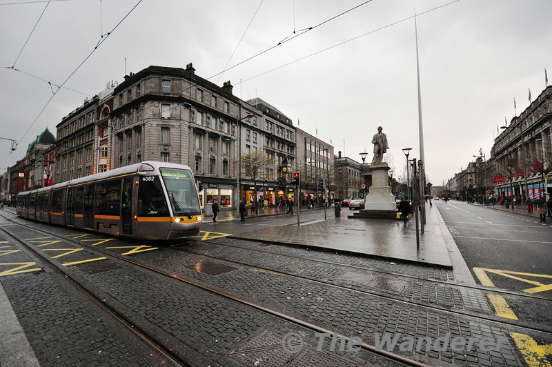 4002 crosses O'Connell Street with a Red Line Tram. From 2017 the Green Line will travel along O'Connell Street to Broombridge. Sat 19.01.13