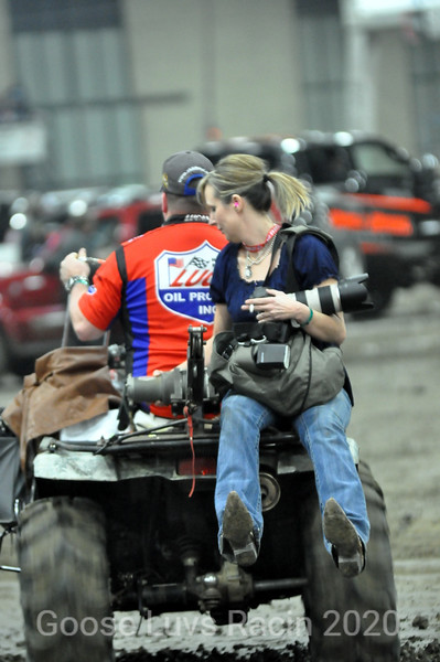 LUCAS-OIL-CHILI-BOWL-VENDORS-PITS-ACTION -THR-01-15-14