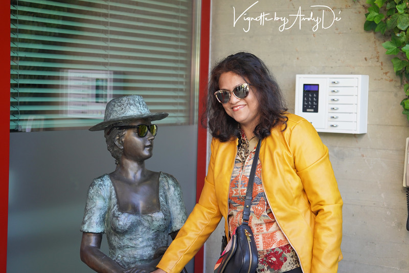 Sanchita De in a spirit of bonhomie with this much traveled lady in bronze at the entrance of our hotel!