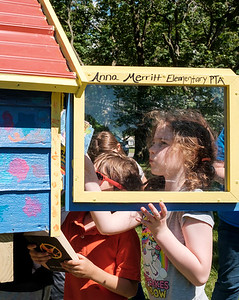 JOED VIERA/STAFF PHOTOGRAPHER-Lena Tobin, 8, and Sebastian Wrobel, 6, fill the new Outwater Park Little Library.
