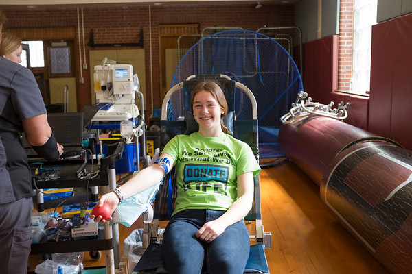 Joed Viera/Staff Photographer-Natalie Menz, 18, donates blood at a Unyts event at Barker High School.