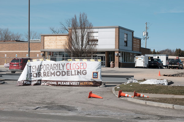 Joed Viera/Staff Photographer-Aldi on South Transit Road undergoes a remodeling.