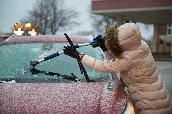 JOED VIERA/STAFF PHOTOGRAPHER-Lockport, NY-Cathy Hamilton scrapes Ice off of the windsheid of her car late Friday afternoon.