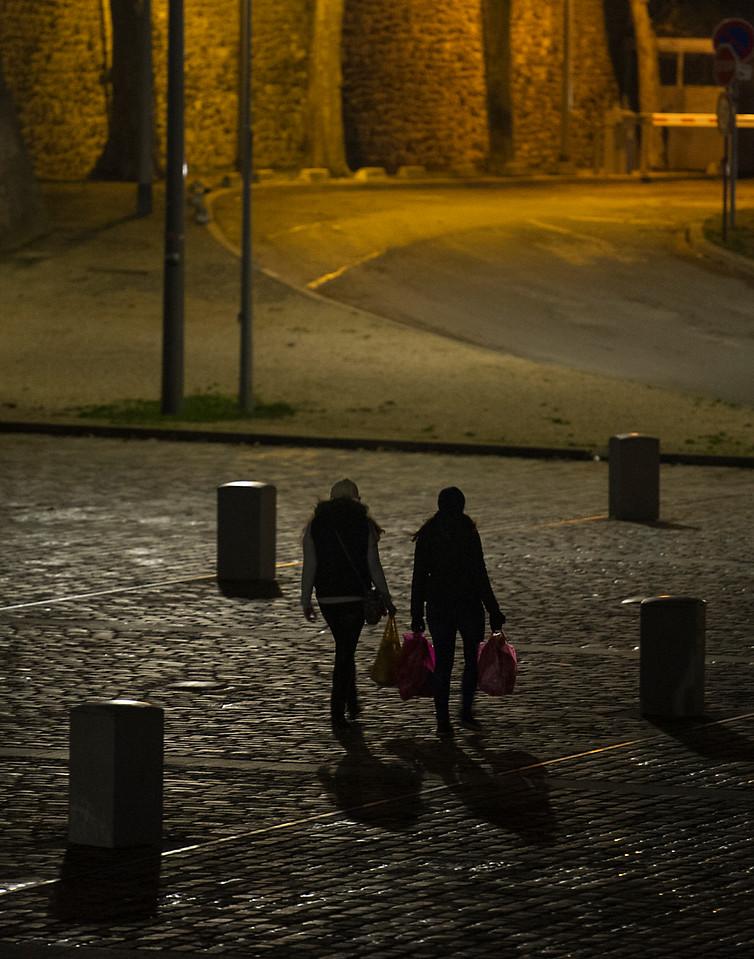 2 young women returning after shopping near the Port de Javel Bas,