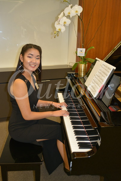 Riana Lui Scholarship recipient and pianist