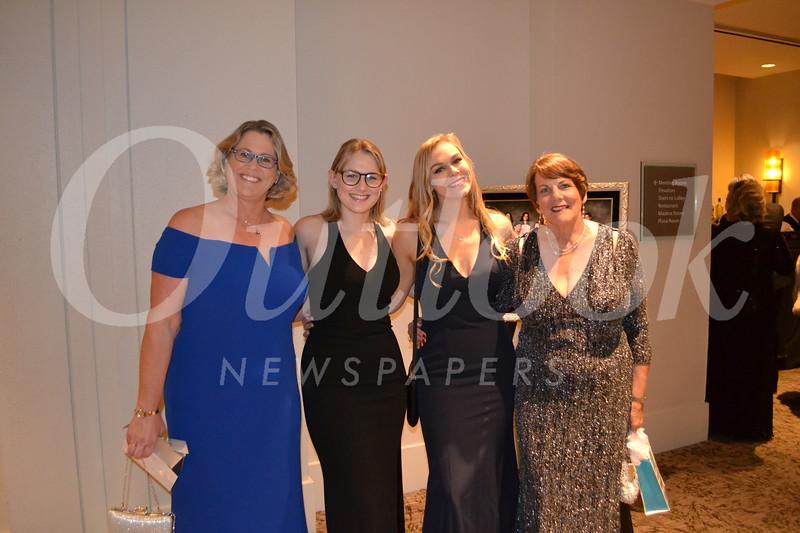 Kari, Shelby and Taylor Hanson with Katherine Schiffman