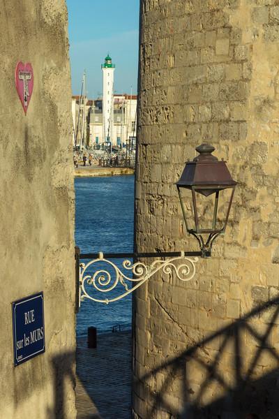Rue sur Les MURS  -  La Rochelle