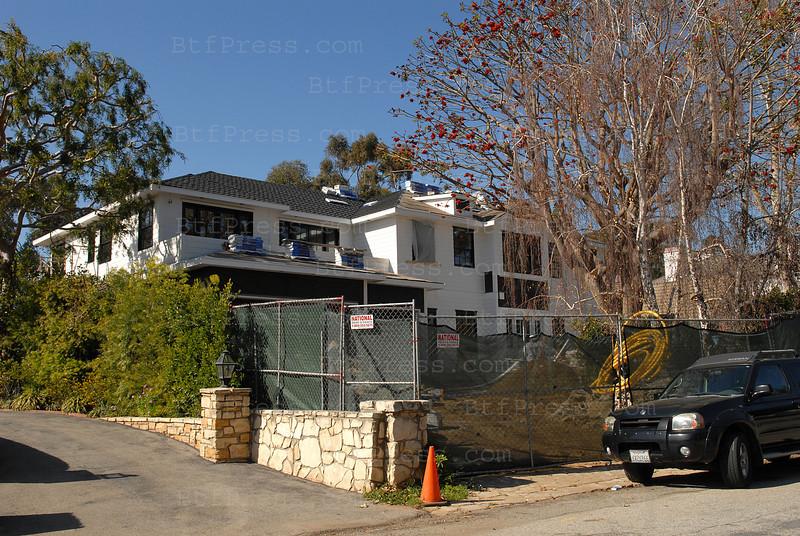 La maison de Johnny Hallyday et Laicia est bientot terminee. Le travail de decoration devrait commencer dans une partie de leur demeure.avec une touche finale de Laeticia.