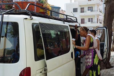 Vendedora en Alluger en Plaza de la Estrella. Mindelo, Sao Vicente (Cabo Verde)