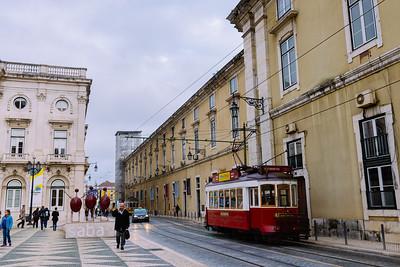 Tranvía rojo en Plaça de Municipalidad