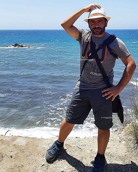 Grecia  Semplicemente me e l'azzurro intenso del Mar Ionio lungo la spiaggia di #Halikounas, costa occidentale di #Corfù. #Grecia . . . #visitgreece #visitcorfu #corfu . . . #gaystagram #gaylife #gayselfie #gayman #gaystyle #scruff #scruffy #beautifuldes