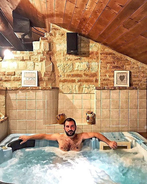 Riportatemi qui e buttate la chiave 😍 Due ore di relax privato nella SPA Divinum sono state un toccasana per il corpo e lo spirito. Se poi si aggiunge la cromoterapia nel bagno turco e la bollente tinozza in cui stare a mollo nel vino... beh, v