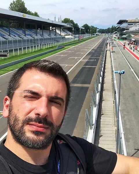 • Lombardia • Ancora non riesco a spiegarmi lo stupore che provai durante la visita dell'Autodromo Nazionale di Monza. Personalmente non sono un appassionato di Formula 1, ma essere su quella pista, visitarne i retroscena e salire su uno dei podi più ambi